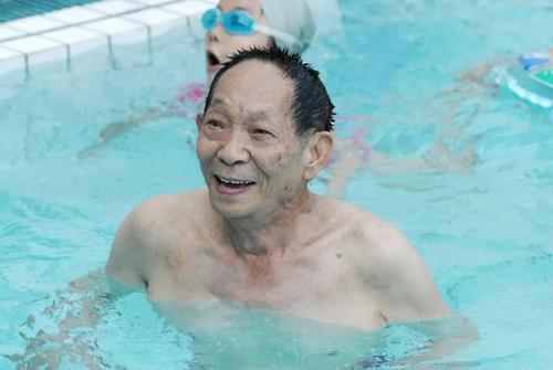 天悦登录袁隆平差点进入游泳国家队 钟南山破田径全国纪录