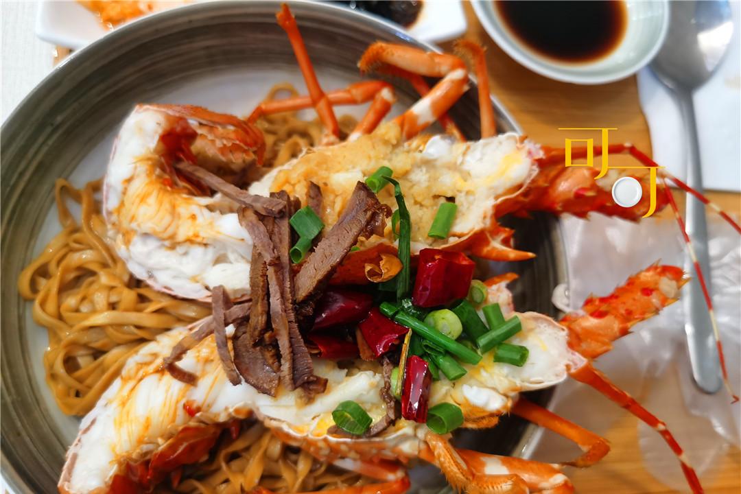 小暑节气,尝尝龙虾拌面和蟹黄油拌饭,两个人花了236元一口入魂