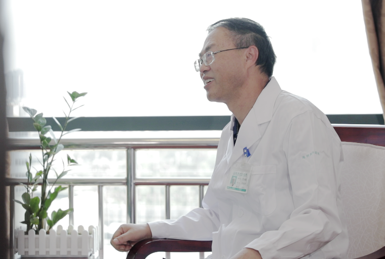 用心探神经 向善传大爱——昆明同仁医院神经内科主任刘枢晓