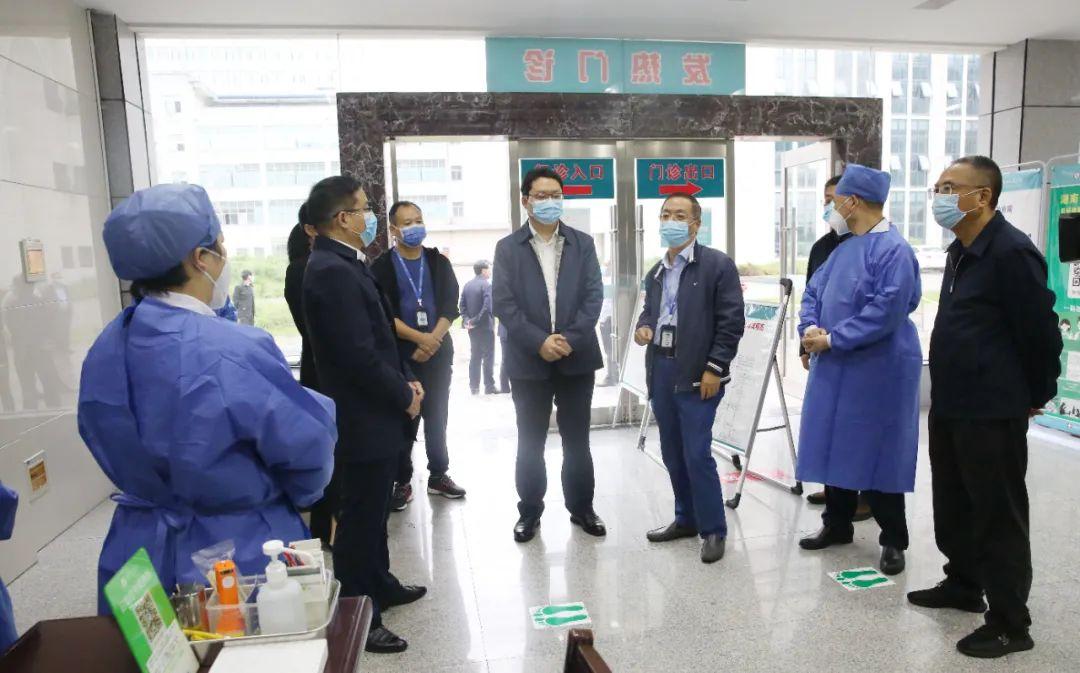 鼎城区委副书记、区人民政府代区长陈远来常德市第四人民医院调研