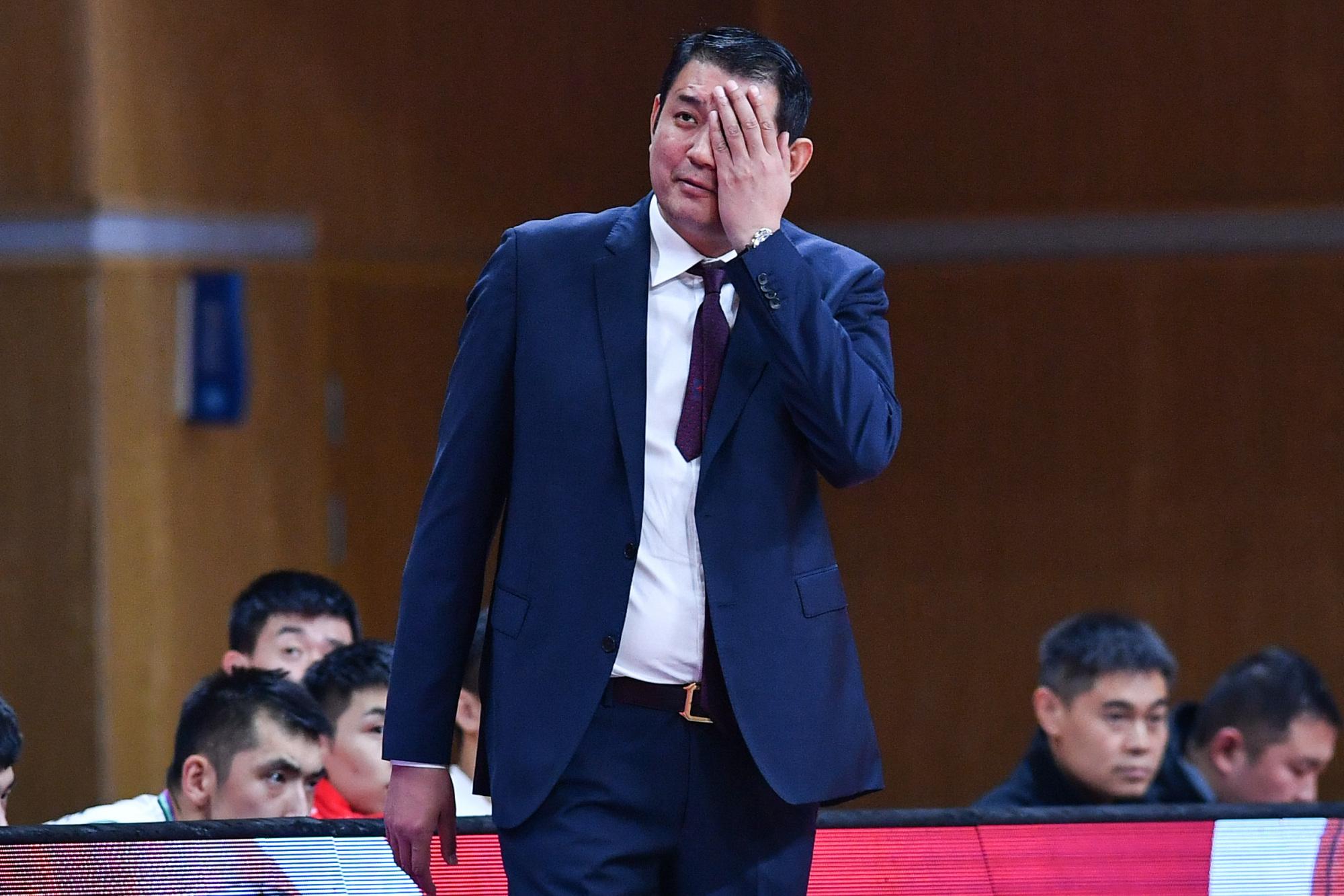 弃用陈培东和刘毅,被重用之人0分0篮板,巩晓彬用人再遭质疑