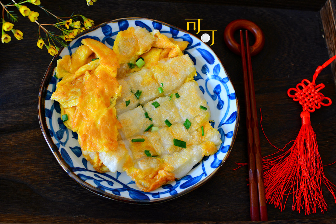 过年一定要尝尝家乡的美食糯米麻糍,这么煎一煎,外酥里糯还拉丝