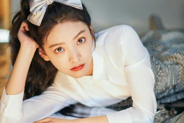 章若楠:她穿上这一身,小说里的校花都有了模样