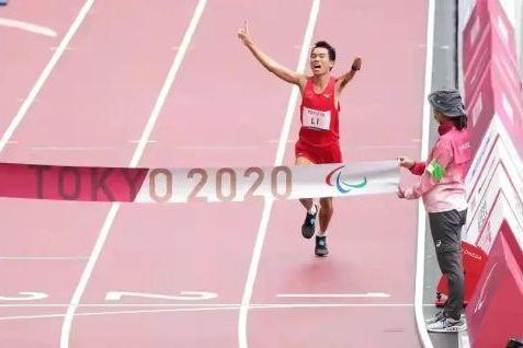 4岁时遭遇不幸的李朝燕,如今跑出两枚残奥会马拉松金牌