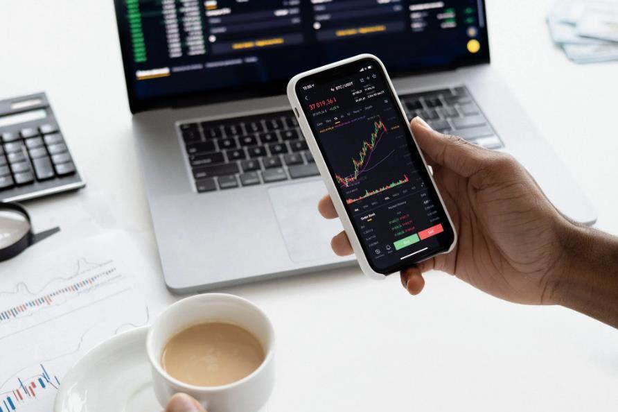 犀牛财经看市:创业板指涨4% 市场连续34个交易日成交额破万亿