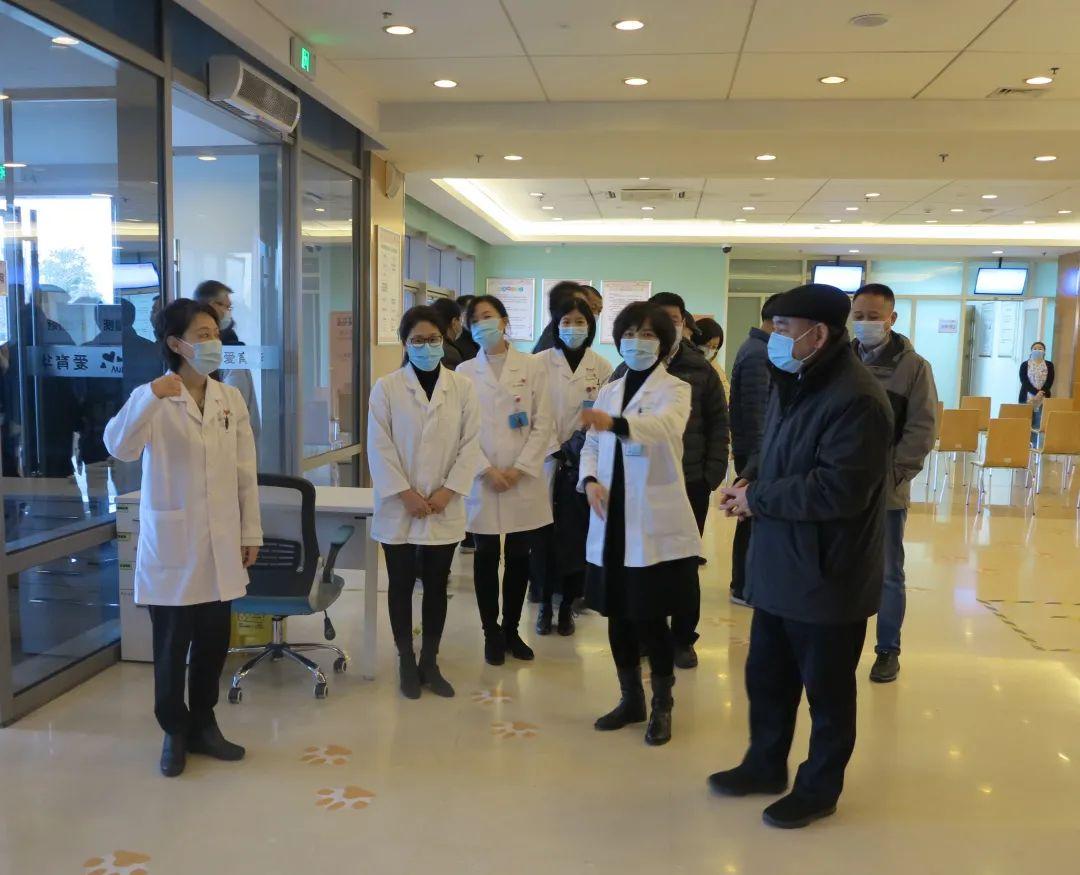 北京市委常委、常务副市长崔述强在爱育华妇儿医院调研指导新冠肺炎疫苗接种门诊工作