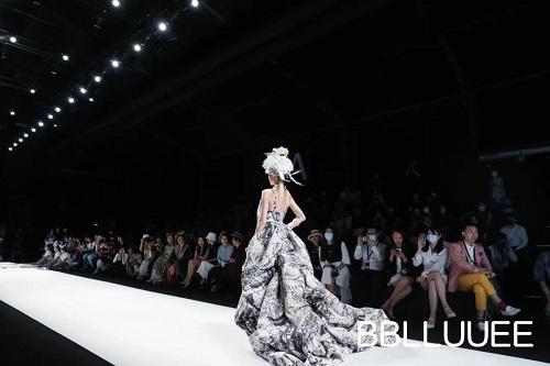寻迹·苗 | 粉蓝时尚艺术跨界秀秀场直击