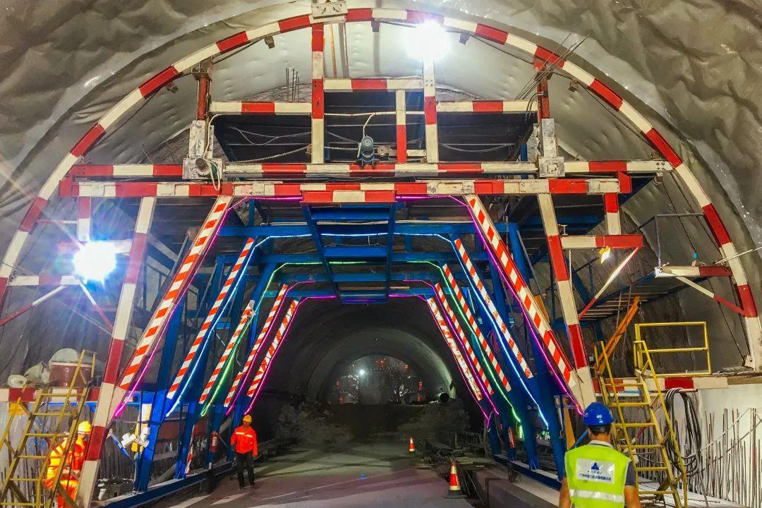 发瑞隧道进口电缆沟台车、多功能防水板台车