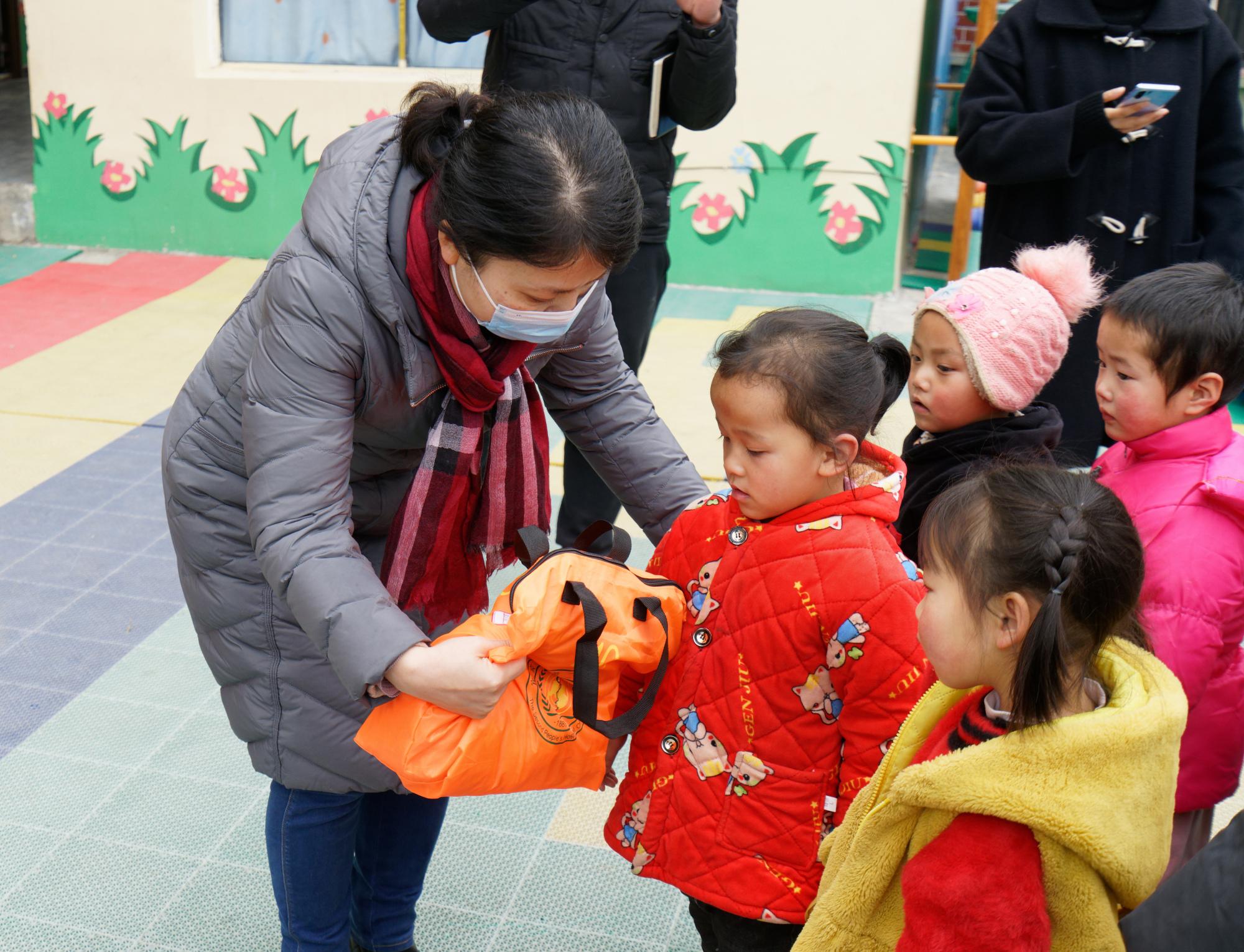 宜宾市第二人民医院赴凉山州雷波县开展春节走访慰问活动