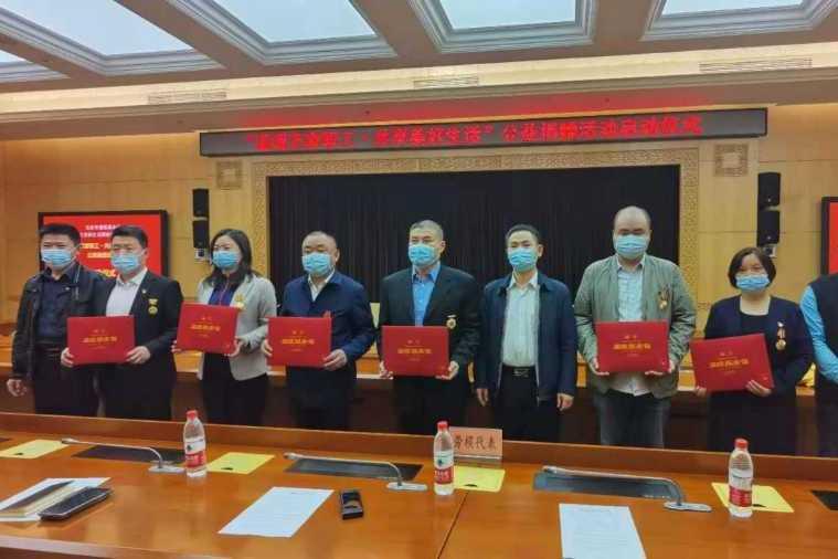"""北京市温暖基金会和""""仰生活""""慰问在职劳模和困难职工公益行动"""