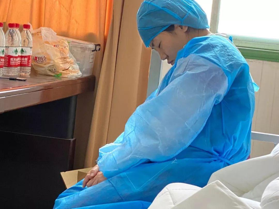 西安大兴医院门诊办护士长贺兴华被评为「2020 年度陕西省岗位学雷锋标兵」
