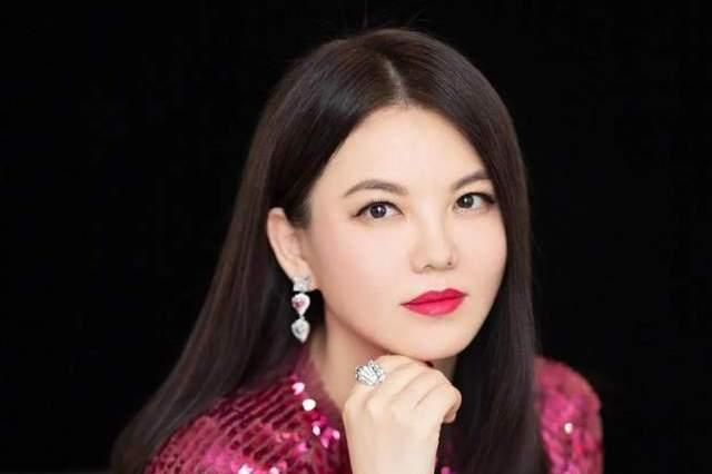 """""""多金女王"""" 李湘的11年强势史,和她身后的4个男人"""