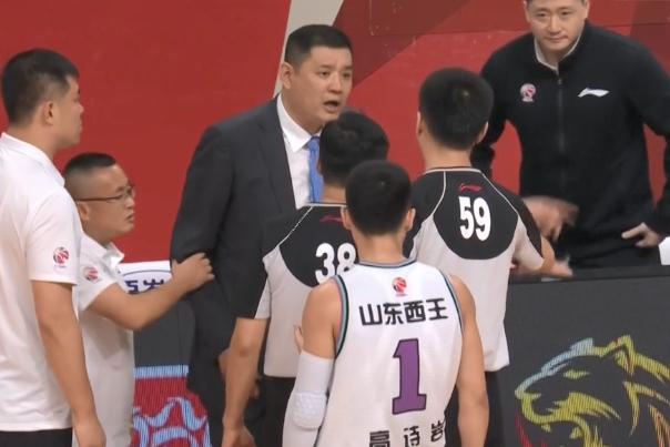 山东男篮赢球背后,一项顽疾依旧存在,此为季后赛最大绊脚石