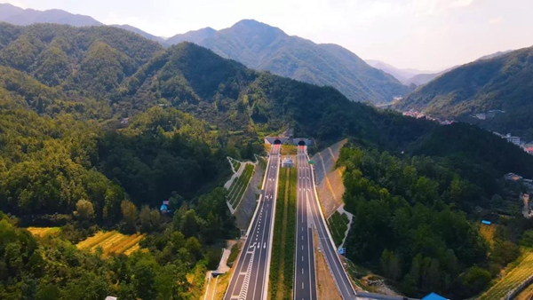 河南郑州至西峡高速公路栾川至双龙段