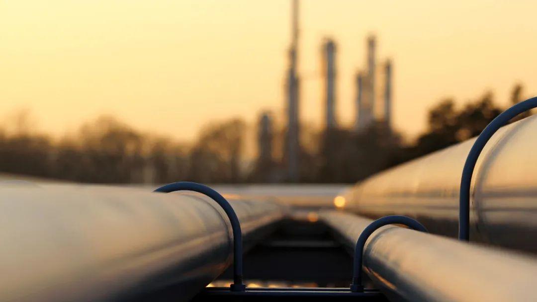 """密码财经:被打""""骨折""""的原油可以抄底了吗?"""