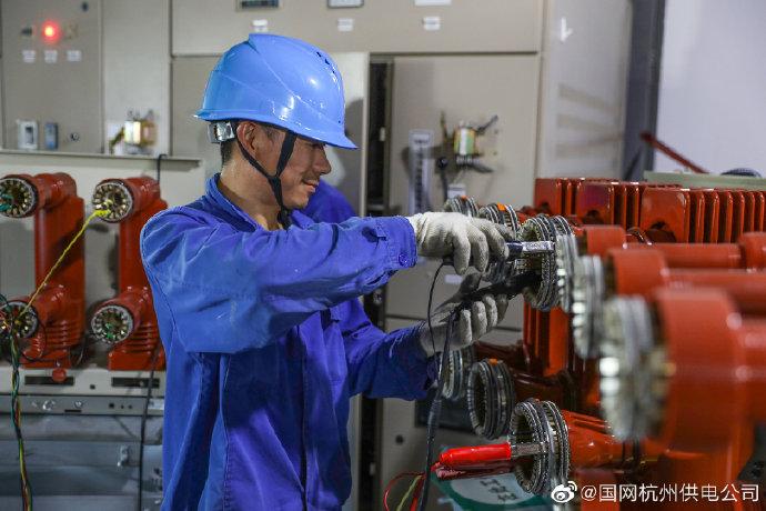 110千伏金设变电站开展设备检修工作
