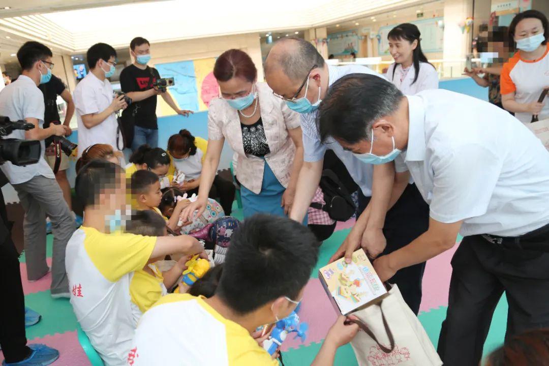 多彩六一,情暖童心:郑州大学第三附属医院举办激光宝贝欢乐会等多种活动