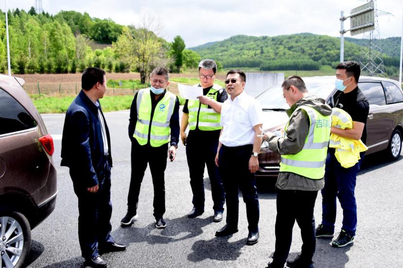 吉高集团开展高速公路非法广告专项治理行动