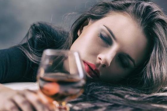 """喝酒""""断片""""是怎么回事?伤身程度有多严重?"""
