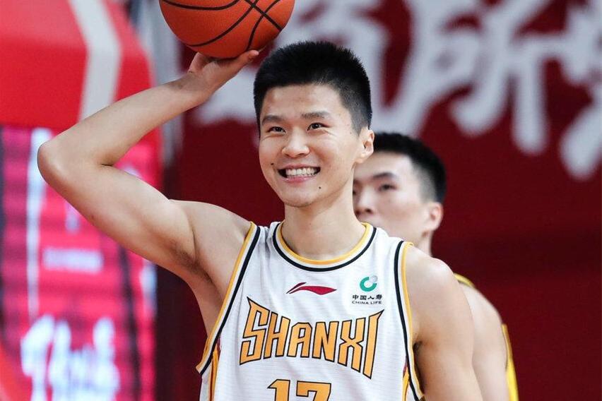 刘冠岑自曝合同到期,下赛季重返山东男篮?