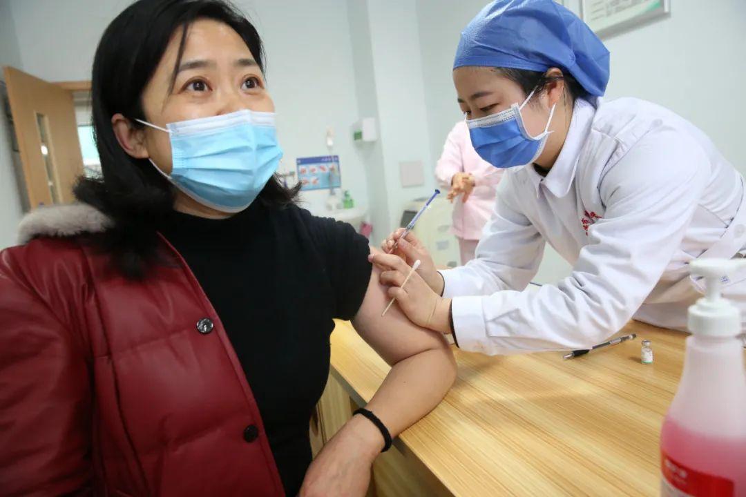 疫苗来啦!常德市第四人民医院首批医务人员接种新冠疫苗