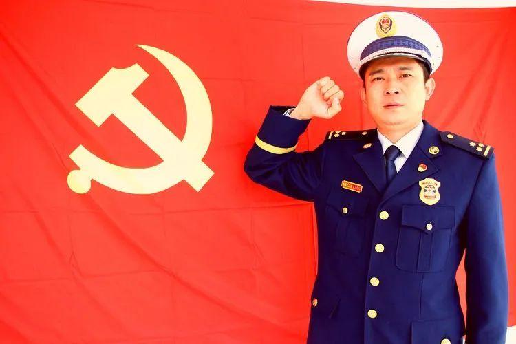 """济源市玉川消防救援大队开展""""我与党旗合个影,对党说句心里话""""主题党日活动"""