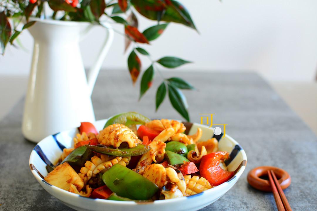 青红椒酱爆墨鱼,美味又漂亮的一道海鲜,过年招待家人很有年味