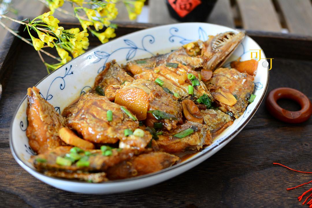 家烧带鱼怎么烧外酥里嫩,不破皮卖相好,还酸甜鲜香又入味?