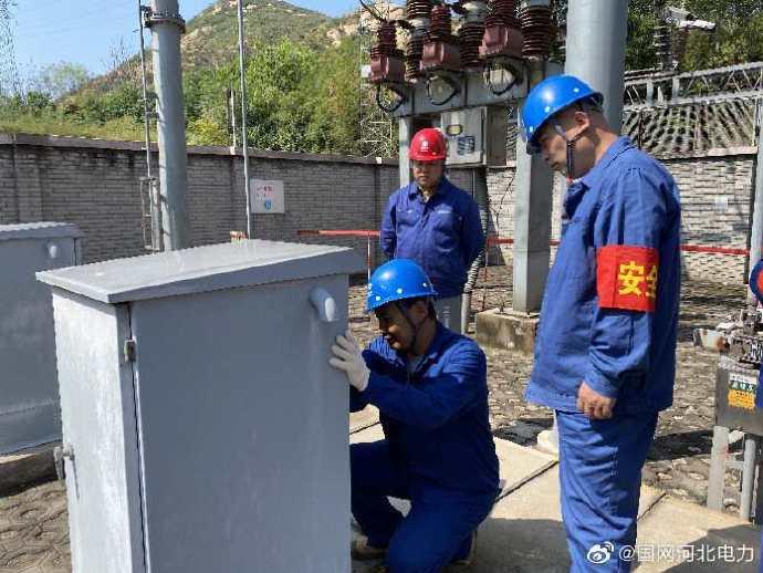 110千伏石峪变电站开展电网检修工作