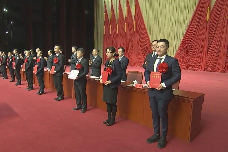 正气激荡!这些单位和个人被授予北京市扫黑除恶专项斗争荣誉称号