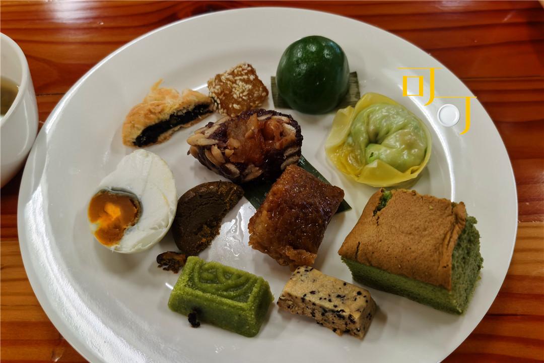 荻港渔村的早餐全是特色小吃,品种太多了,每样吃半个还没吃全