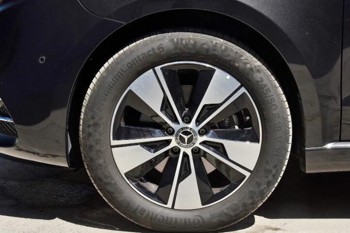 奔驰新款V级亮相,标配9AT和空气悬架,升级后更显性价比