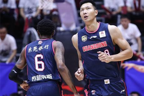 四名本土球员合砍84分两外援14分,别再夸大广东依赖外援了!