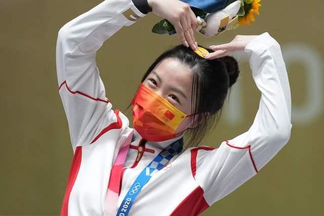 从哭着要退出射击队到拿下东京奥运会首金,00后杨倩经历了什么?