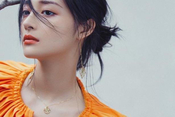 周洁琼:秋天还没来,你怎么就打扮成一个柿子了?