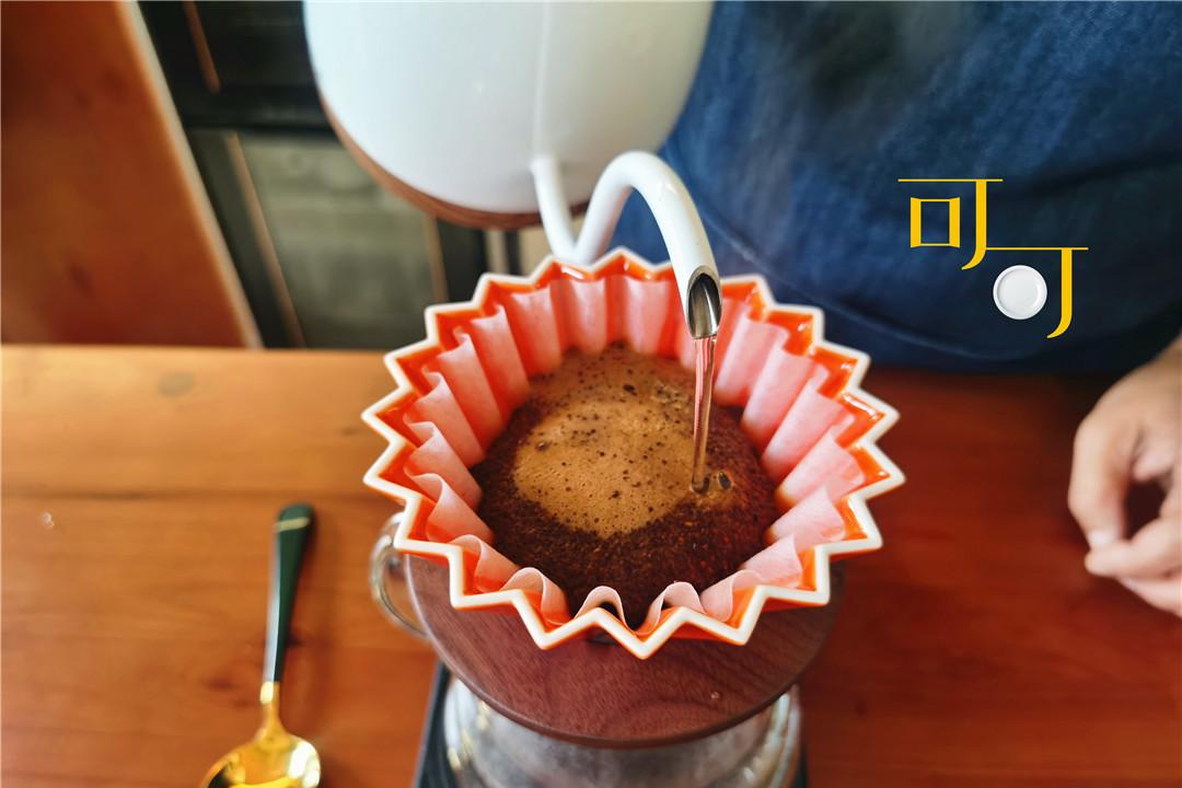 慈城古镇节日人太多,喝杯咖啡歇一歇,56元一杯老妈说太贵