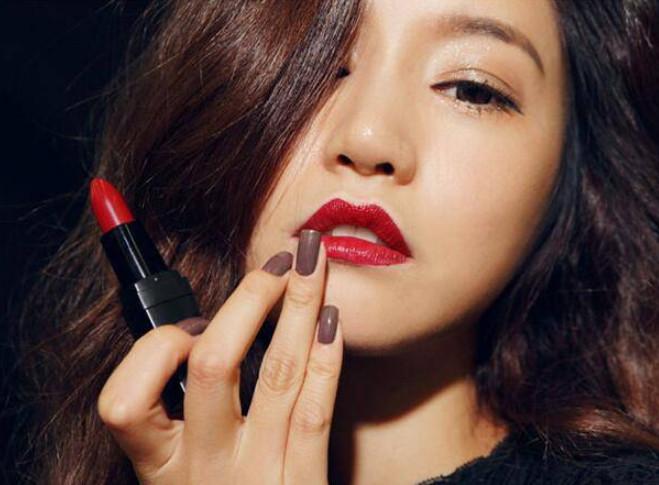 涂了这么多年口红,才知道唇膏、口红和唇釉的区别,感觉白涂了!