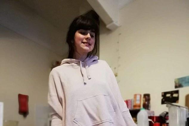 英国女孩体内25重人格!她自爆:她用我的身体热吻陌生男人