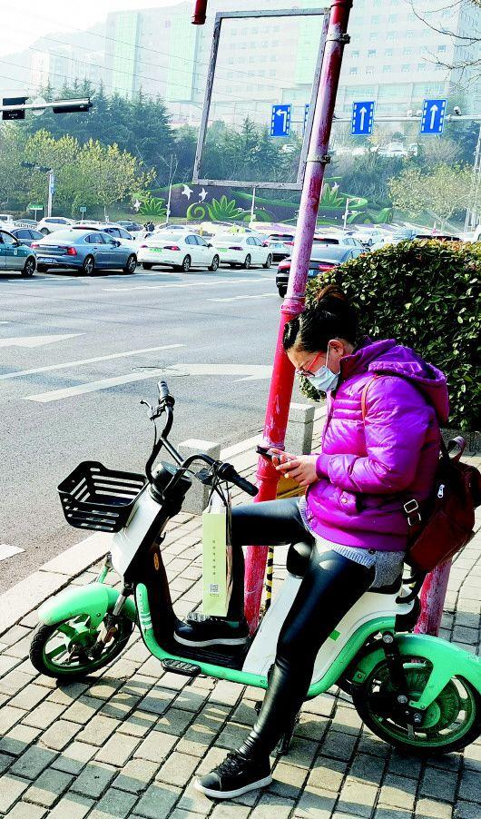 """不配头盔不挂牌 """"裸奔""""的共享电单车或将退出青岛街头  第2张"""