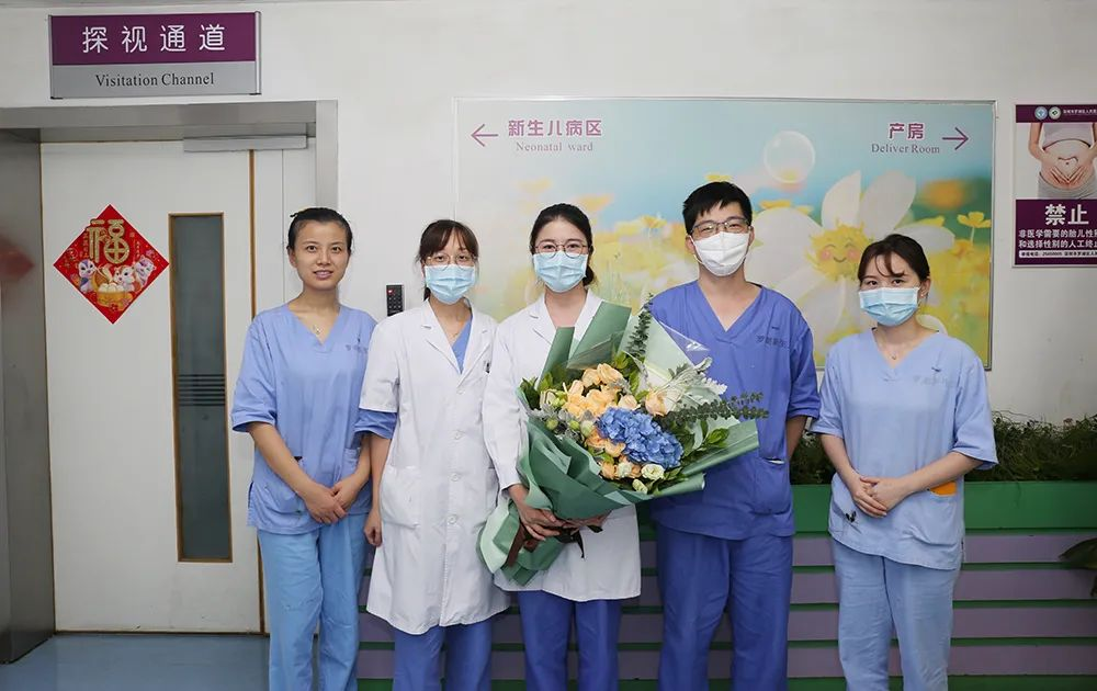 「医」路有你 「医」路芬芳|医师节,最美的鲜花送给最可爱的你们