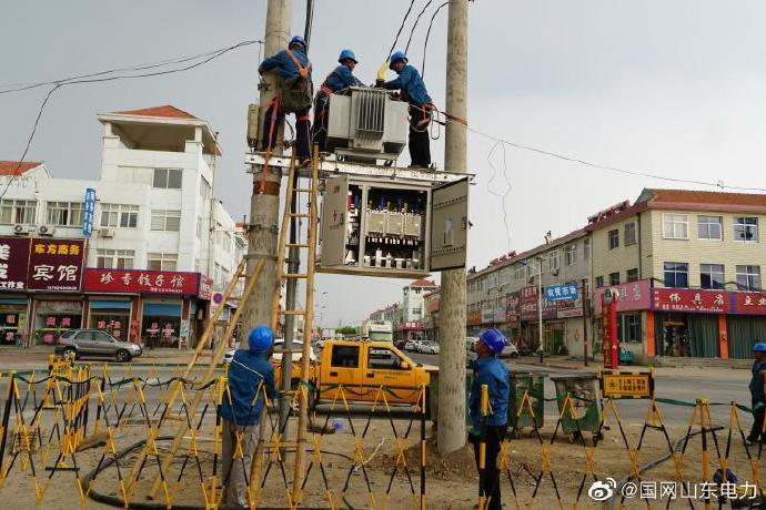 桃村镇八一路配电台区加紧施工