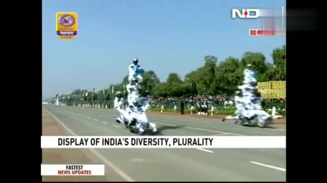 印度阅兵式上摩托车表演