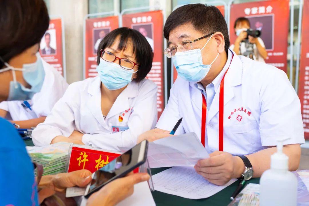 大医无疆,上海市同济医院医疗专家黔西行