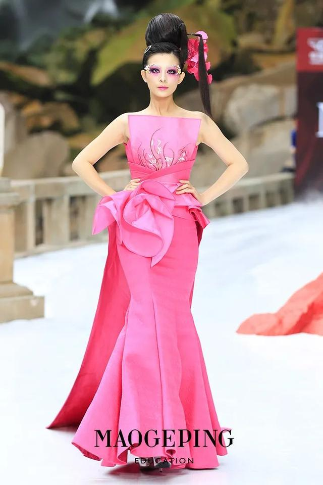 """毛戈平""""气蕴东方""""彩妆大秀压轴 中国风轰动2020重庆国际时尚周"""