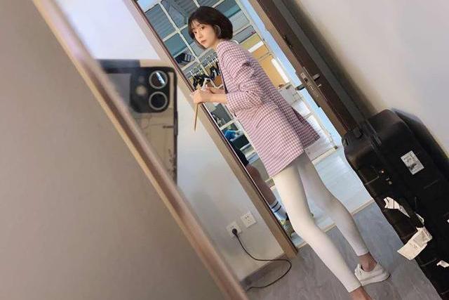 李溪芮的腿真实存在吗?这种纯白打底裤,只有她敢这么穿吧