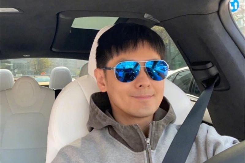 46岁林志颖晒出百万豪车,看到他的脸后,网友:永远的明星!
