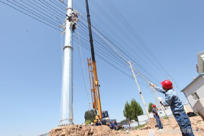 城木栾大道水系建设河道中的110千伏陟栾线31号塔进行吊拆