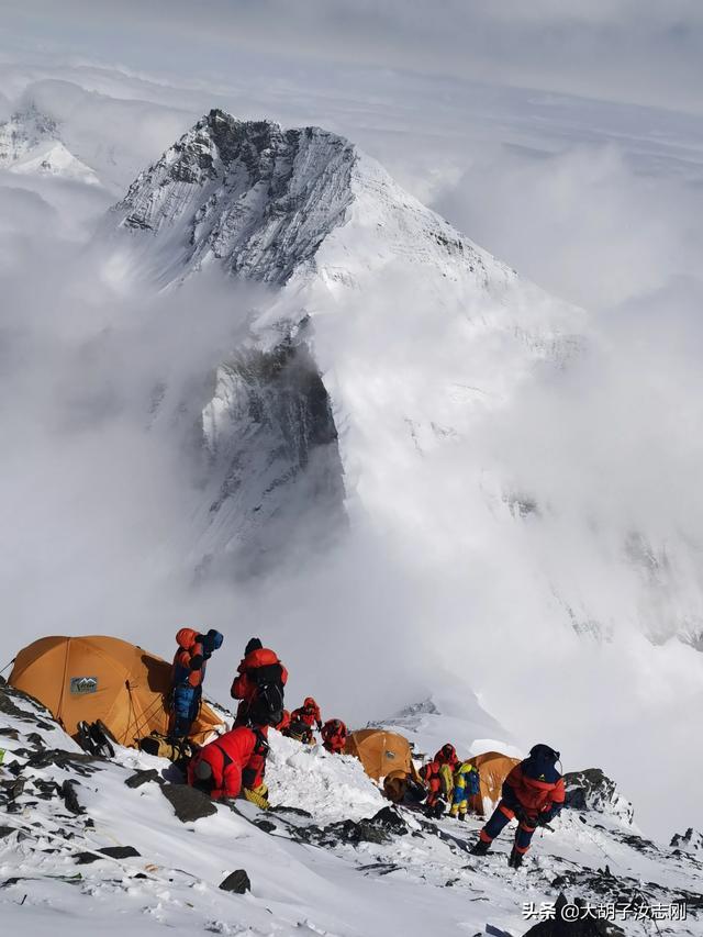 珠穆朗玛峰在哪个省(1960登珠峰不被承认)