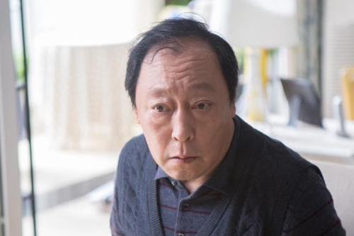 老戲骨王奎榮,娶小37歲嬌妻,74歲還在賺奶粉錢