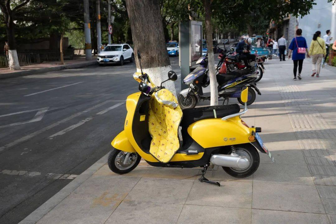 两个轮子的共享电动车也疯狂